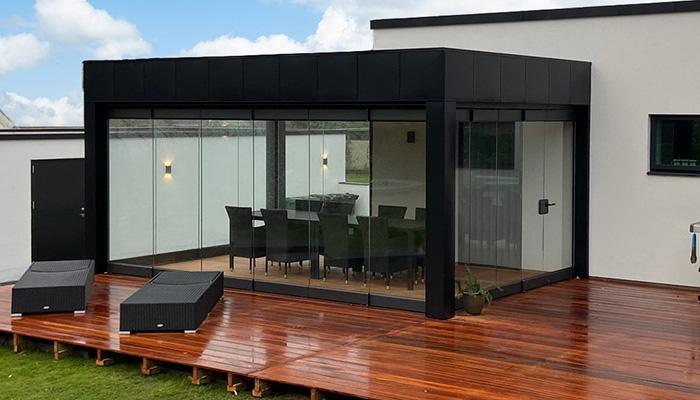Terrasse med Flexy glasfoldedøre