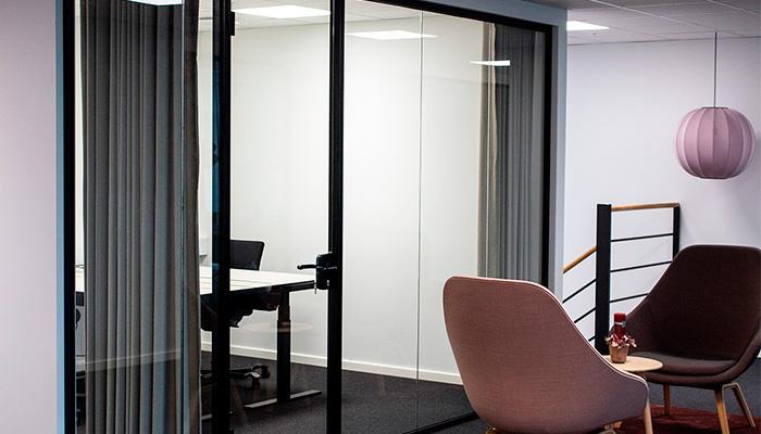 Glasvægge til åben kontormiljø